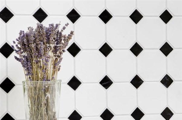 Octa white matt with black glossy 300x300